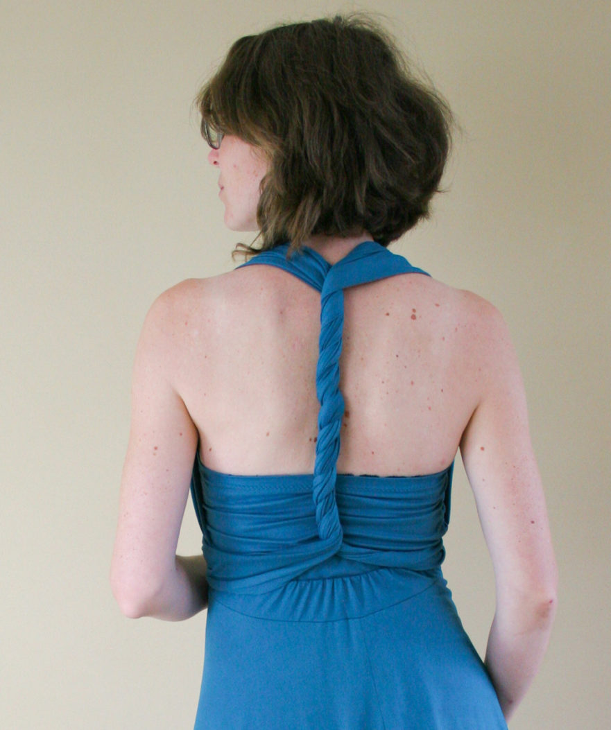 Ways to wrap the back of your infinity dress from Maternity Sewing